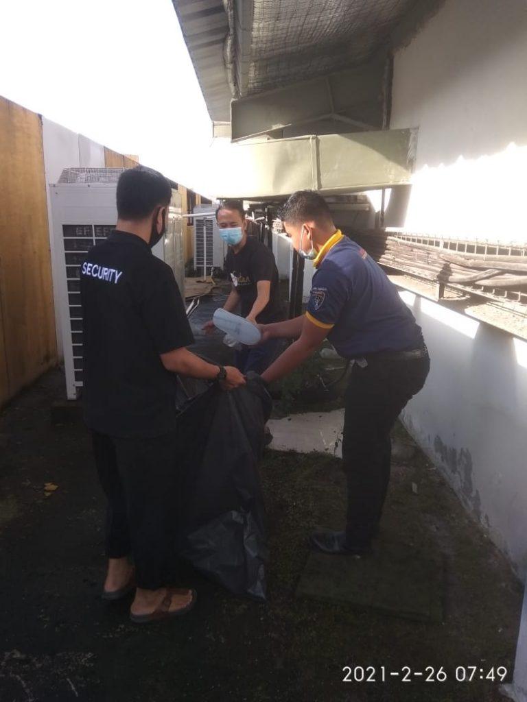 Karyawan Horison Lampung Lakukan Bersih-bersih Hotel