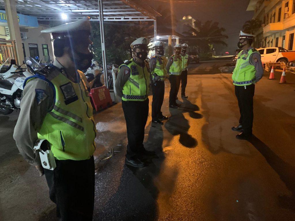 Ditlantas Kembali Patroli Beri Imbauan Prokes ke Masyarakat Banten Hingga Dini Hari